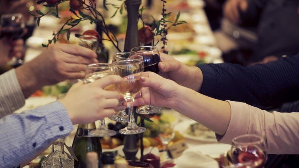Wedding Toasts: Raise a Glass to the Bride and Groom